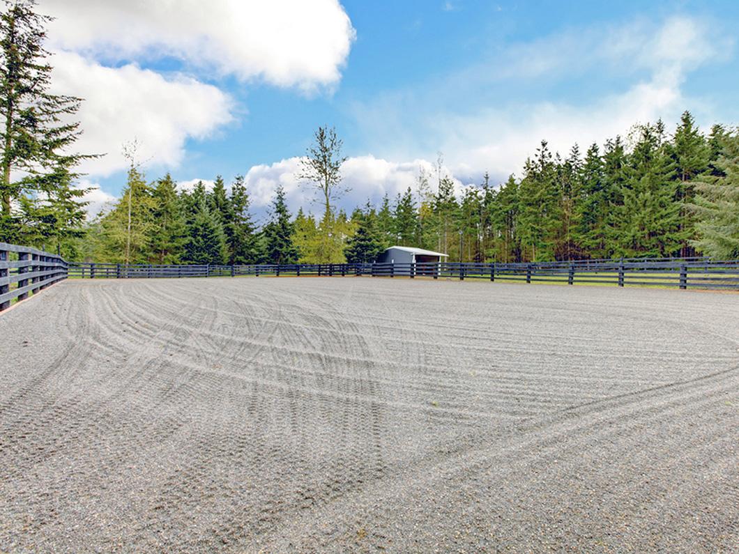 Bulk Landscaping Soil, Topsoil, Blends & Mulch, Gravel, Paving